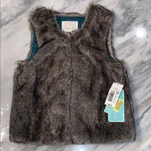 NWT copper key girls faux fur vest size 4/5